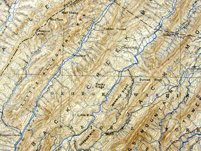 Gambar: Aliran sungai trellis (Sumber: Topographic Map Review by J. Gerencher)
