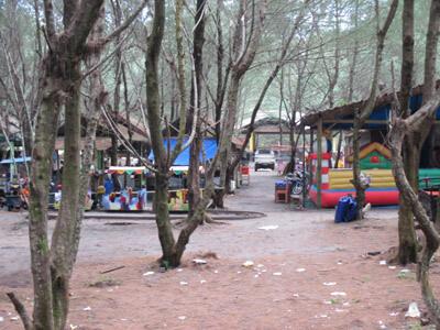 Warung di lokasi wisata pantai goa cemara bantul